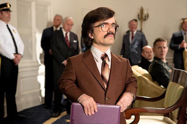 彼得·丁拉基饰演仇视变种人的恶棍军火商。 Alan Markfield/20th Century Fox