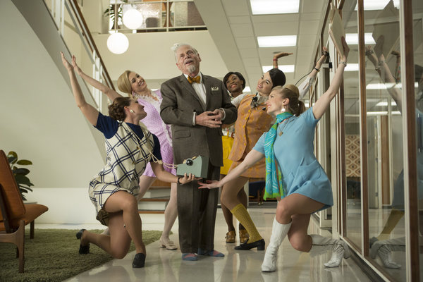 罗伯特·默斯在《广告狂人》的《滑铁卢》这一集中饰演伯特伦·库珀。 Justina Mintz/AMC