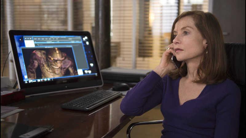 剧照:她冷静得回到办公室继续她的工作|来自网络