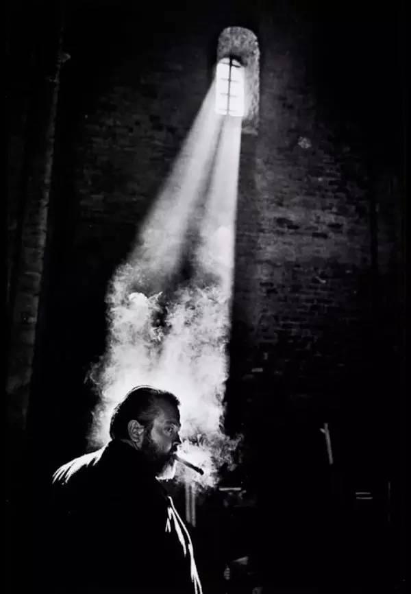 奥逊·威尔斯(Orson Welles)在《午夜钟声》拍摄现场|来自网络