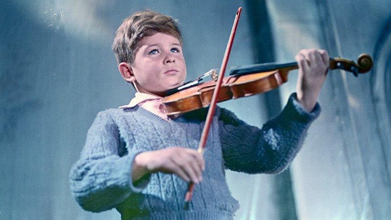 塔可夫斯基电影《压路机与小提琴》剧照|来自网络