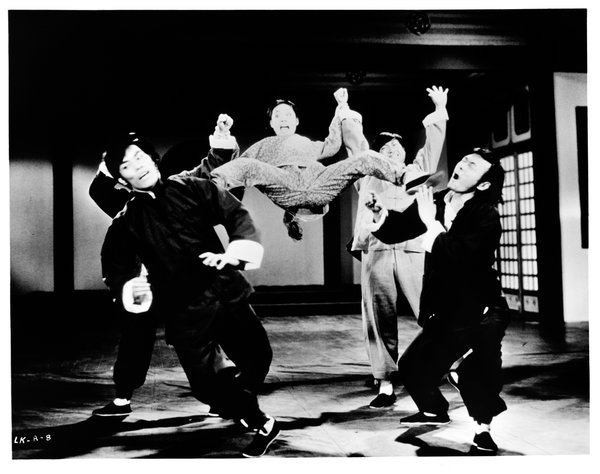 茅瑛在《合气道》(1972)中与敌人打斗。 Metro-Goldwyn-Mayer, via Getty Images