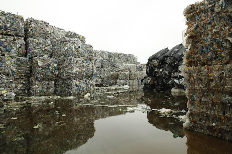 废旧塑料货场(《塑料王国》剧照)