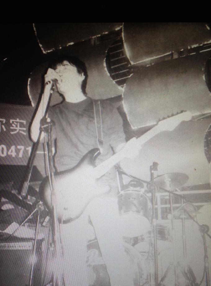 张大磊当年是乐队里主唱兼吉他手。 (图片提供/张大磊)