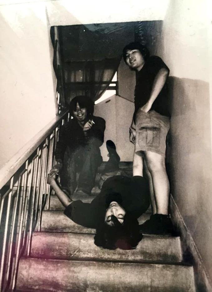 搖滾少年時期的張大磊(中),與朋友合影。(圖片提供/張大磊)
