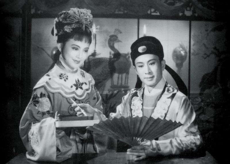 《桃花扇》剧照,王丹凤(左)和冯喆(右)|图片来自网络