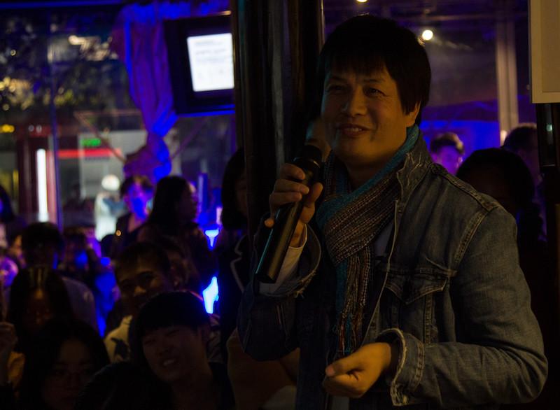 这位导演朋友特地从西安坐飞机到成都参加本次对谈,摄影师:胥明亮|©️白夜谭