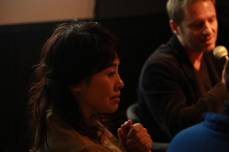 诗人、白夜创始人翟永明主持了本次电影节的对谈活动,摄影师:胥明亮|©️白夜谭