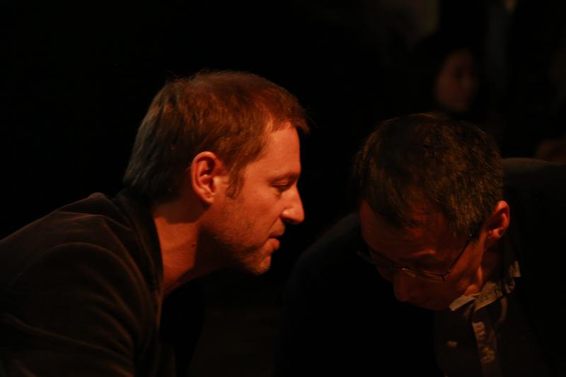 加仑伯格与易丹交谈中, 摄影师胥明亮|©️白夜谭