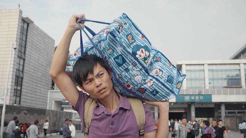 乌鸟鸟在广州火车站 剧照|©️大象纪录
