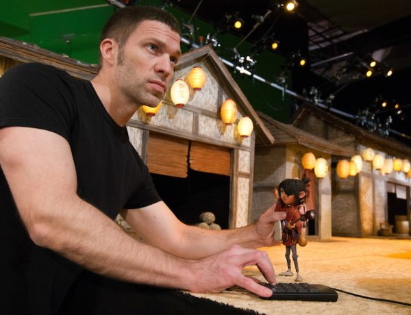 travis_knight Director and animator Travis Knight working with Kubo on the Kubo's Village set for animation studio LAIKA's epic action-adventure KUBO AND THE TWO STRINGS, a Focus Features release.  Credit: Steve Wong Jr | Laika Studios / Universal Pictures International