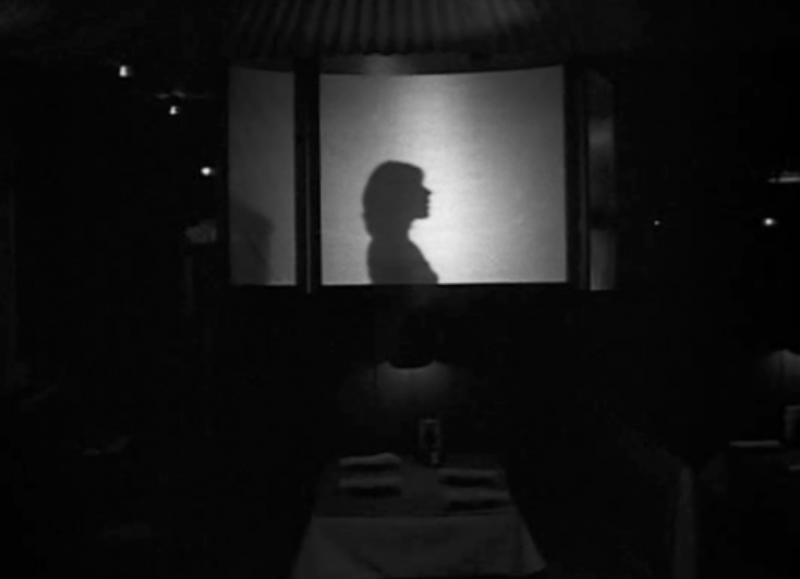 《公园长椅上的盖伊与玛德琳》剧照,可见《爱乐之城》的影子 | 来自网络